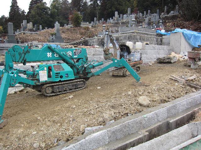 墓地区画工事で現場作業