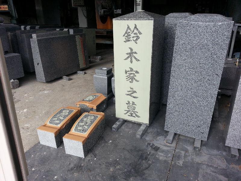 工場で字彫作業!!